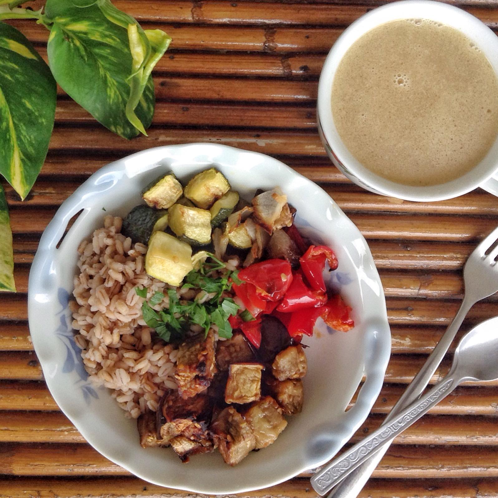 bowl de verdura con cebada