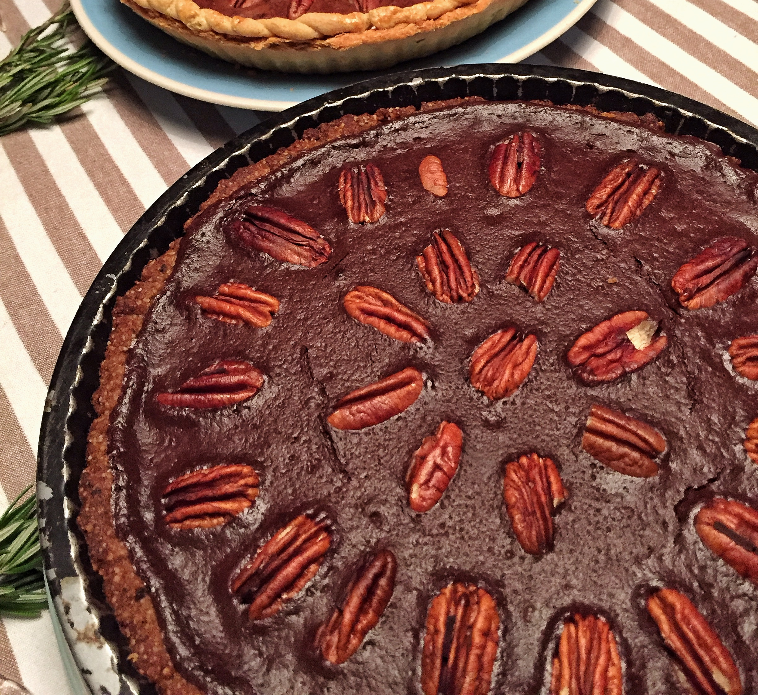 chocolate-pecan-tart-healthy